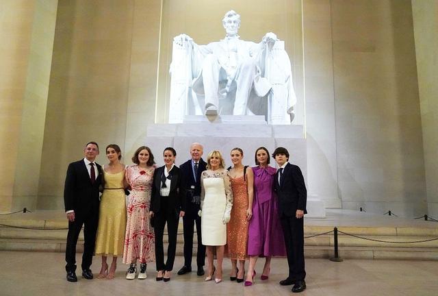 画像: 1月20日の大統領就任式後に撮影されたバイデン・ファミリーの集合写真。