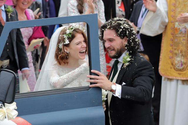 画像: 2018年にアイルランドで行なわれた、『ゲーム・オブ・スローンズ』のキャストたちも参加した結婚式にて。