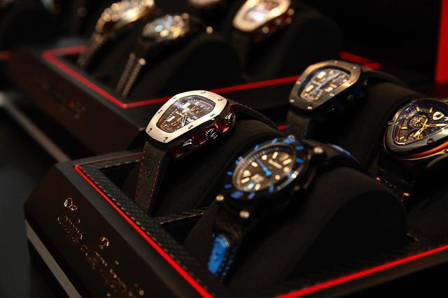 画像: 時計から革小物までライフスタイルアイテムも充実