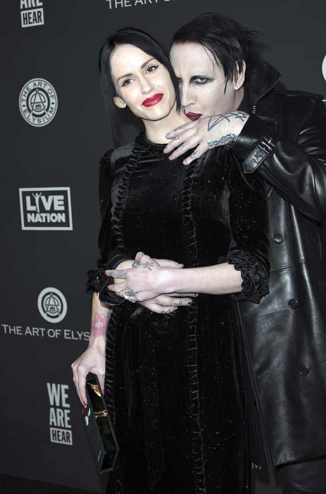 画像: 2020年1月、妻のリンジーとチャリティイベントに出席したマリリン。