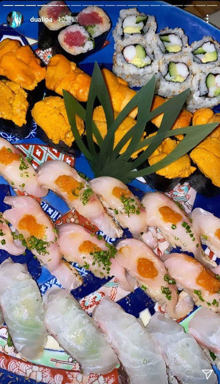 画像2: デュア・リパが日本のお菓子を嗜む