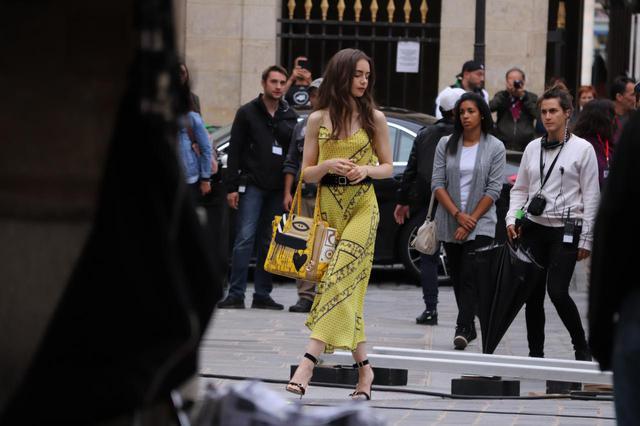 画像: 『エミリー、パリへ行く』パリでの撮影の様子。
