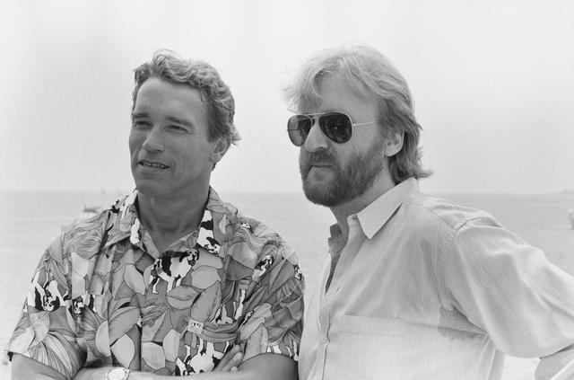 画像: アーノルド・シュワルツェネッガー(左)、ジェームズ・キャメロン(右)
