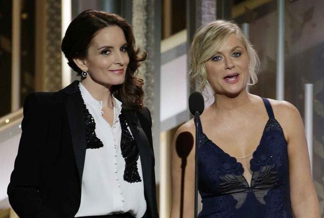 画像: ティナ・フェイ(左)とエイミー・ポーラー(右)