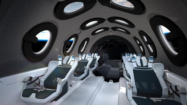画像: ヴァージン・ギャラクティックが2020年夏に公開した宇宙旅行者向けの弾道飛行スペースプレーン「スペースシップツー」の内部。