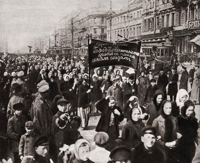 画像: 1917年にロシアのサンクトペテルブルクで撮影された1枚。