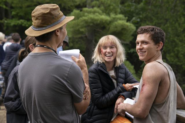 画像: 『カオス・ウォーキング』撮影中のデイジー・リドリーとトム・ホランド。