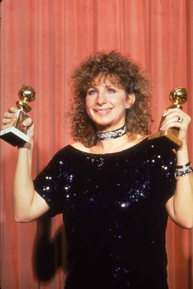 画像: 第41回ゴールデン・グローブ賞で監督賞を受賞したバーブラ・ストライサンド監督。『愛のイエントル』は、映画の部ミュージカル・コメディ部門において作品賞を受賞した。