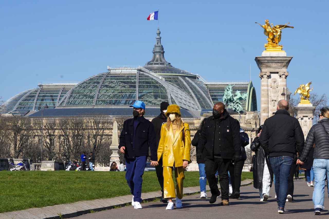 画像1: ジャスティン・ビーバー夫妻の姿をパリで発見!