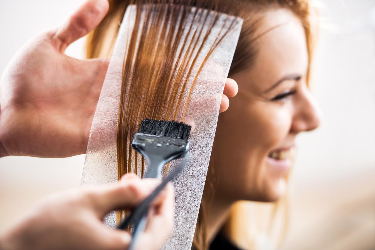 画像: ぺたんこ髪を解消するヘアカラーとは?