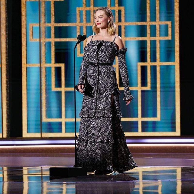 画像: マーゴット・ロビーが着こなすシャネルのドレス