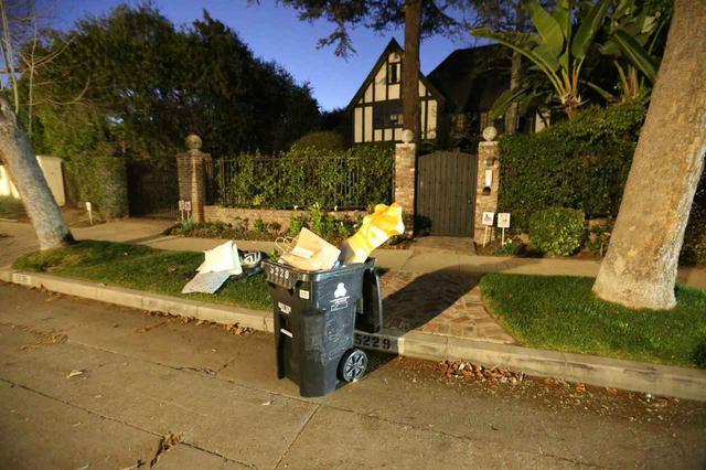 画像1: 自宅前のゴミ箱に「捨てられてたもの」に注目が集まる