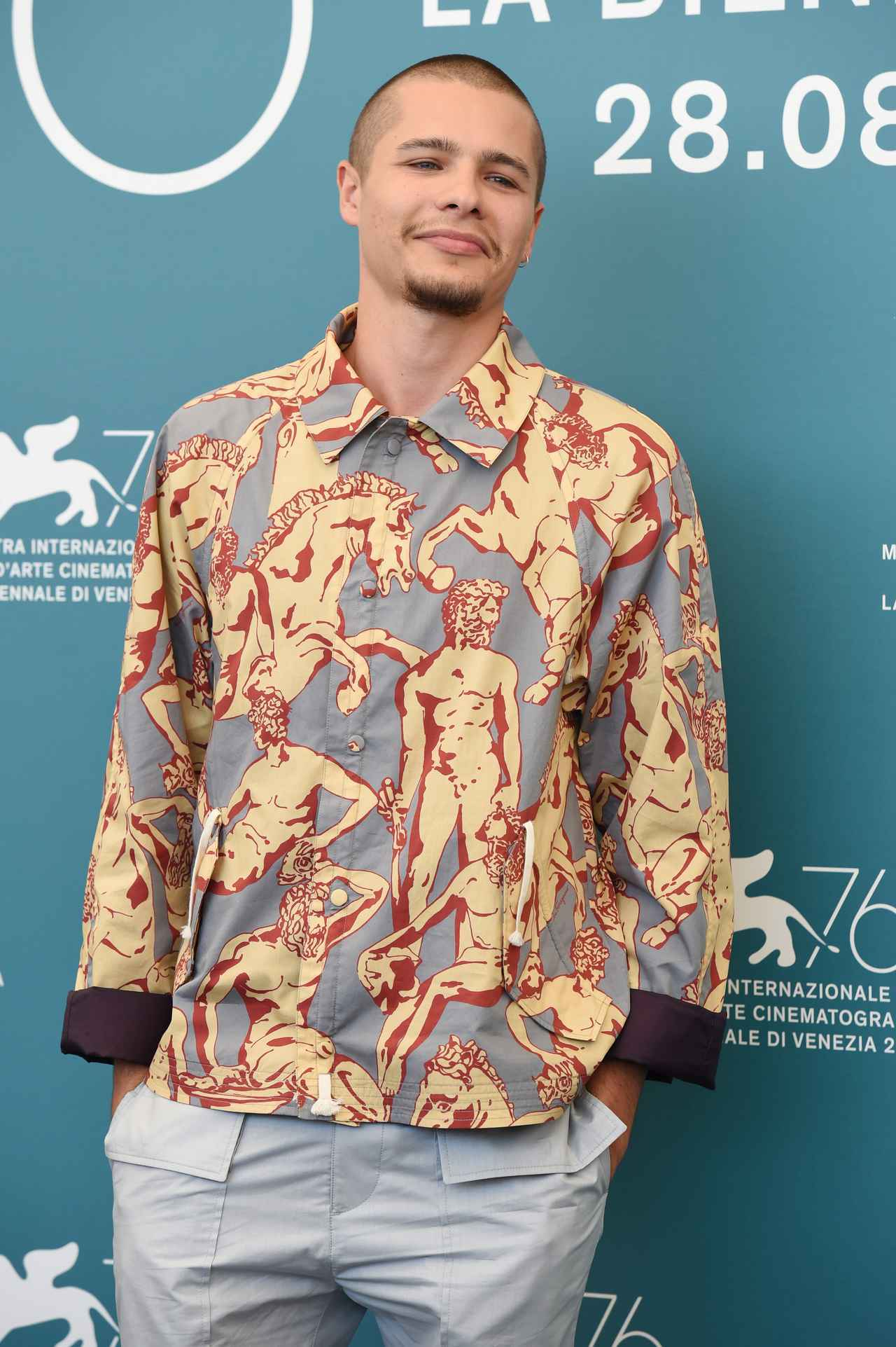 画像2: 柄シャツが似合う系男子