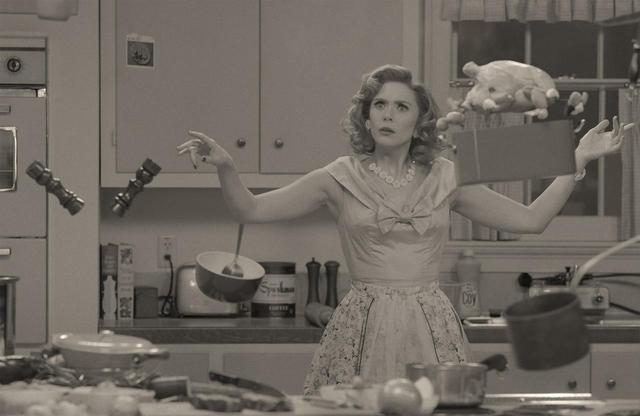 画像: 能力に頼りながら、笑いたっぷりに新婚生活に奮闘するワンダ。