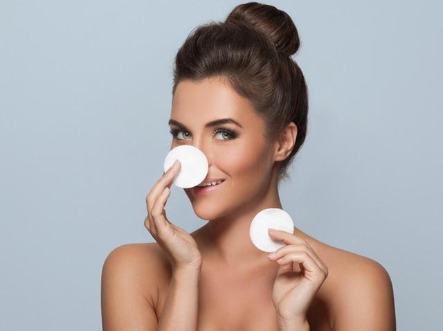 画像: 脂性肌:洗顔前に「ミセラーウォーター」を使う
