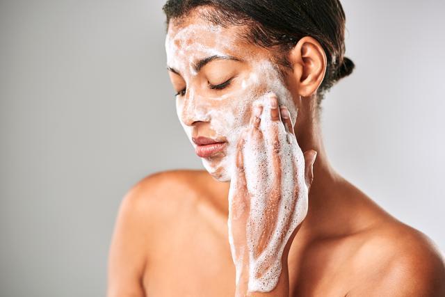 画像2: 朝は洗顔料を使う?使わない?