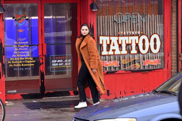 画像: 2020年末からニューヨークで行なわれている出演・プロデュースを務めるドラマ『Only Murders in The Building(原題)』の撮影現場にて。
