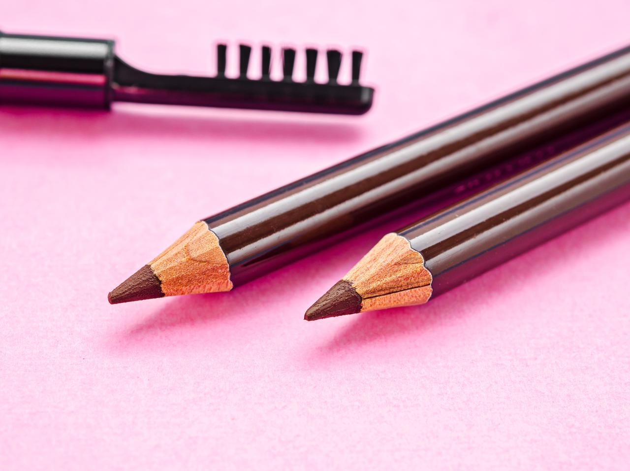 画像: 自然な眉に見せるアイブロウペンシルのメイク法