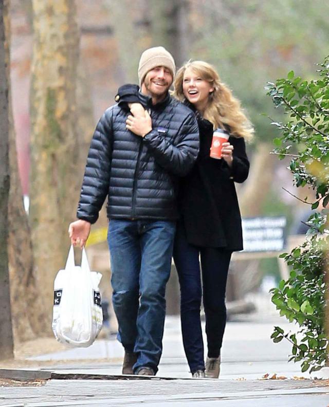 画像: 交際当時のテイラーとジェイク。30歳だったジェイクとの9歳差のロマンスは世間から大きな注目を集めた。