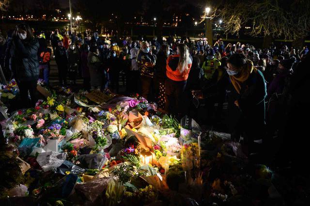 画像1: サラ・エヴァラード誘拐・殺人事件を受けて大規模デモが発生