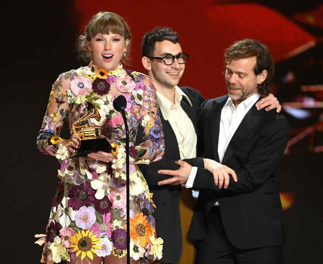 画像2: テイラーがステージで恋人ジョーに感謝