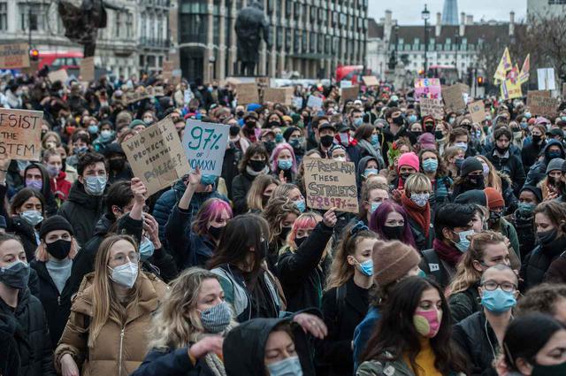 画像: 翌3月14日に行なわれた抗議デモ。
