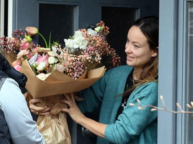 画像: ハリー・スタイルズから?誕生日の恋人のもとに「ロマンチックな贈り物」が届く - フロントロウ -海外セレブ情報を発信