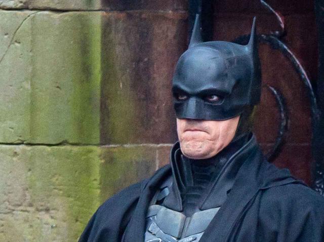 """画像: 『ザ・バットマン』バットマン""""撮影休憩中""""の姿がジワる - フロントロウ -海外セレブ情報を発信"""