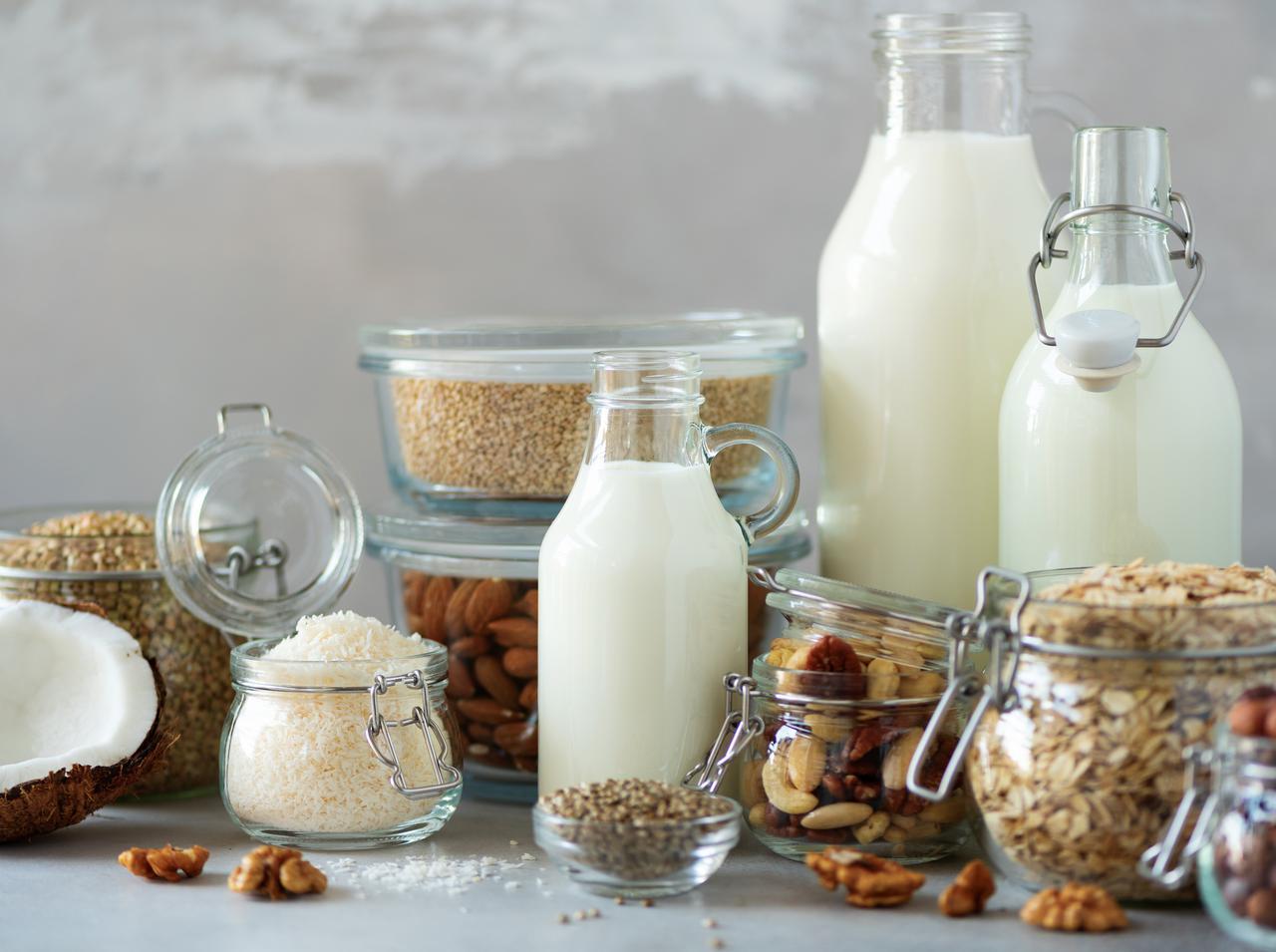 画像: セレブが長年取り入れる「植物性ミルク」
