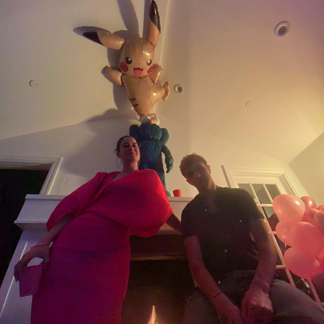 画像3: アンワー・ハディッドがデュアの受賞をパーティーで祝福