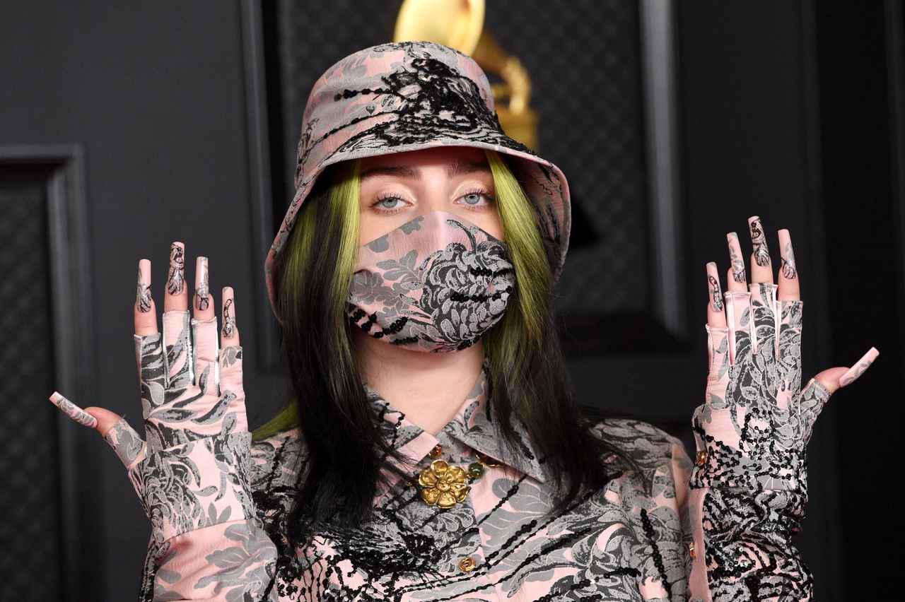 画像1: グラミー賞の授賞式では黒×ネオングリーンヘアだったけど…?