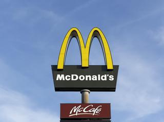 """マクドナルドのマックフルーリーに""""あるもの""""を入れて「チン」すると…!"""