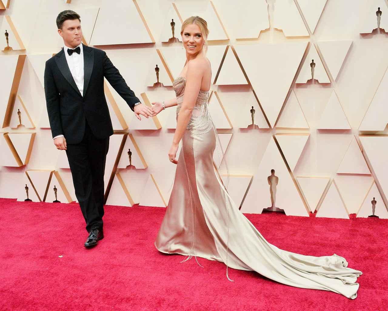 画像: スカーレット・ヨハンソンと夫のコリン・ジョスト。2020年のアカデミー賞のレッドカーペットにて。