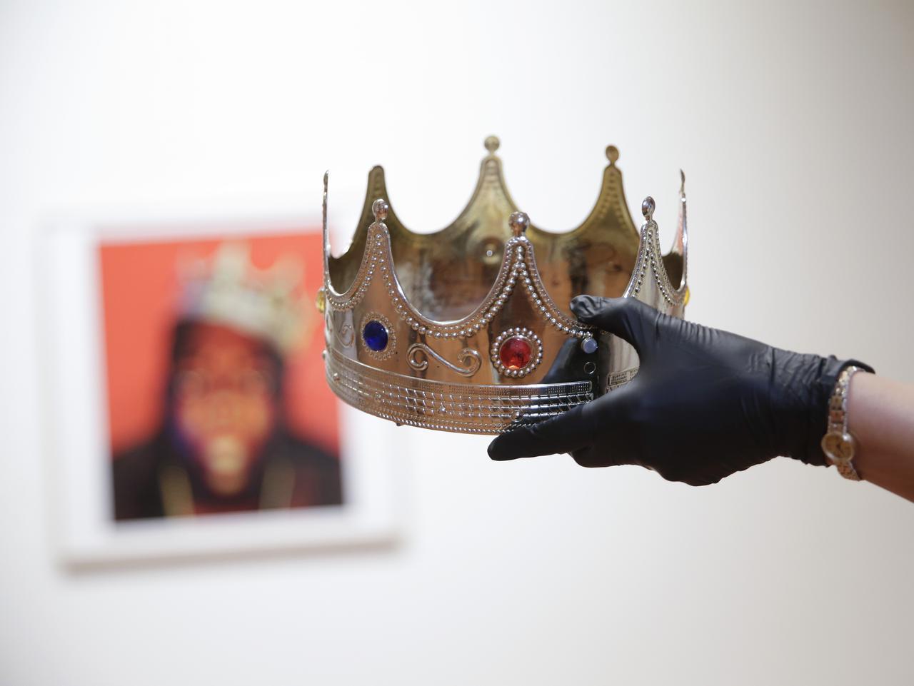 画像1: ノトーリアス・B.I.G.の王冠を着用か