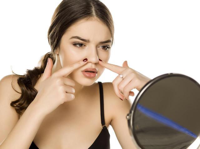 画像: 鼻まわりのメイクが崩れやすい原因