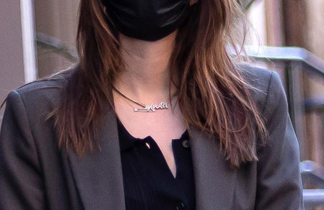 画像2: エミリーがつけていたネックレスとは?