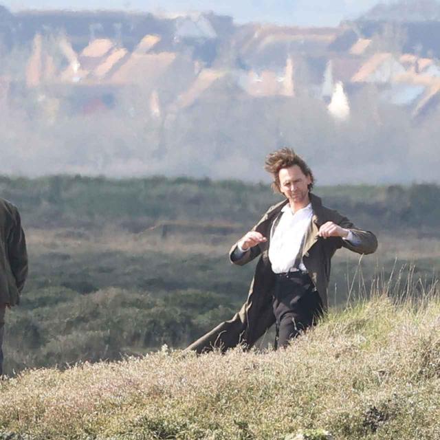 画像8: トム・ヒドルストン、崖の上で演技をこなす