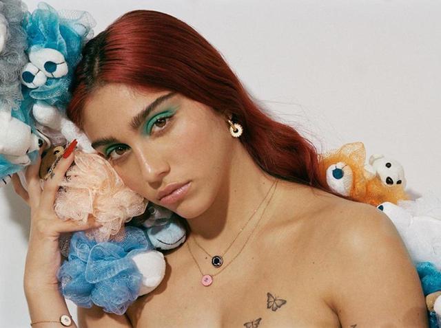 画像: マドンナ娘、人気ブランドの広告でもワキ毛を剃らず信念を貫く - フロントロウ -海外セレブ情報を発信