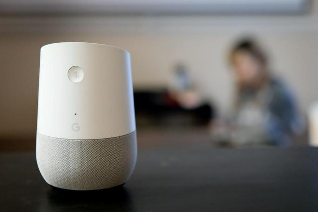 画像: アレクサとGoogle Home、なんだか良い雰囲気