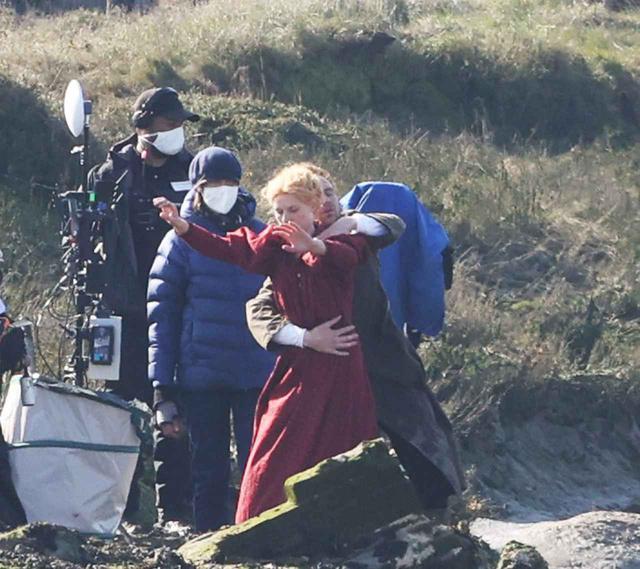 画像2: トム・ヒドルストン、崖の上で演技をこなす