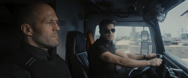画像1: 新作映画でジェイソン・ステイサムとポスト・マローンが対峙
