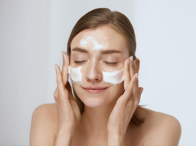 画像: 年齢肌:酵素洗顔料