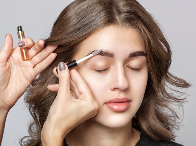 画像: 完璧な眉マスカラを選ぶ秘訣