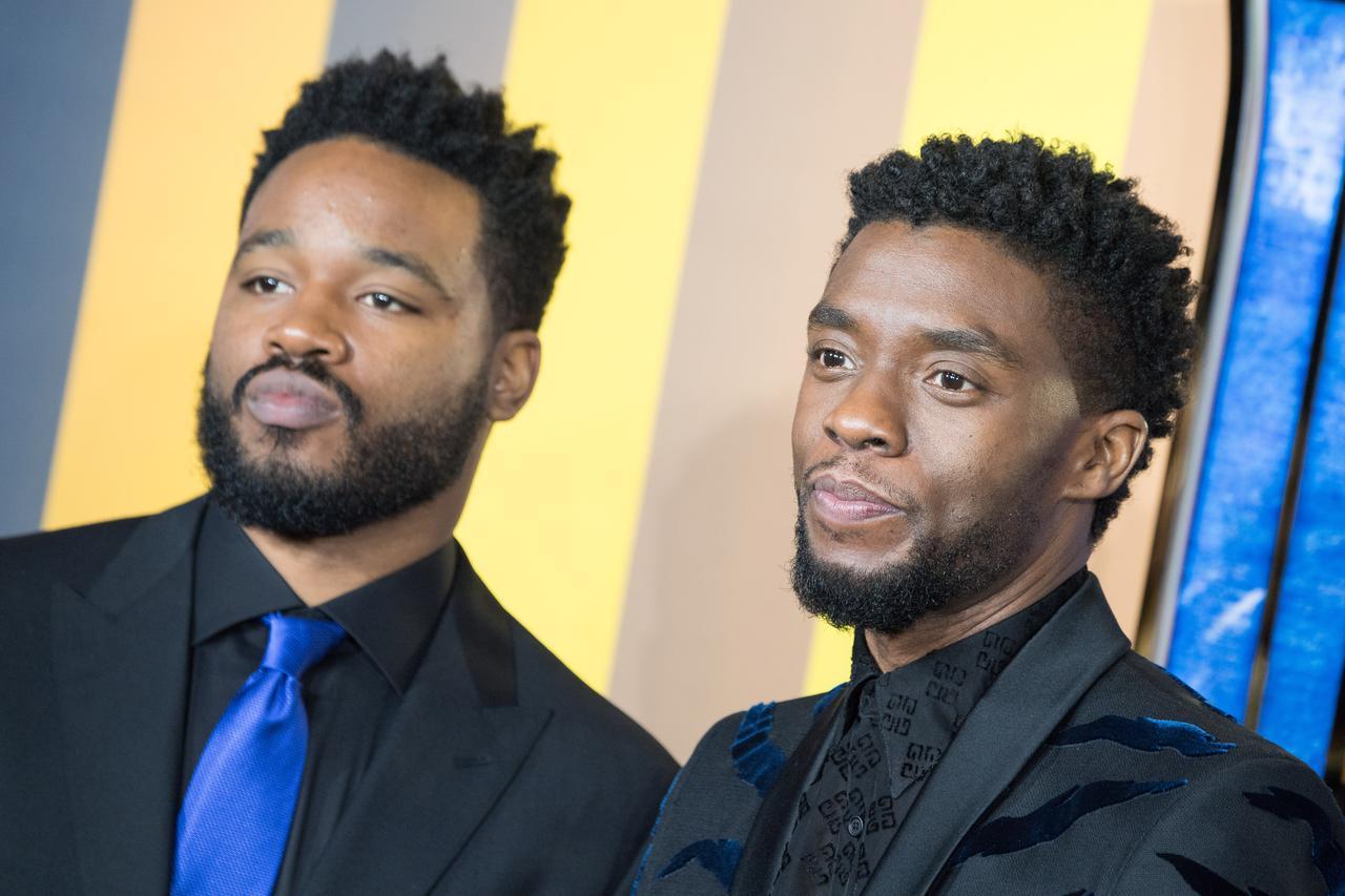 画像: クーグラー監督(左)とチャドウィック(右)。