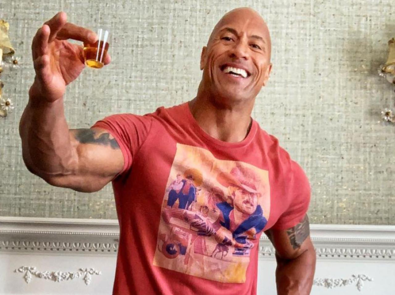 画像: ドウェイン・ジョンソン、テキーラを瓶ごとイッキ飲みも「盛大なズル」が発覚 - フロントロウ -海外セレブ情報を発信