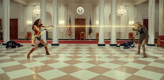 画像2: 『ワンダーウーマン 1984』キャストの素顔がわかる舞台裏映像が解禁