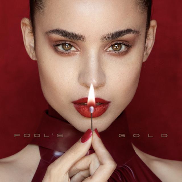 画像: 新曲「Fool's Gold」をリリースしたソフィア・カーソン
