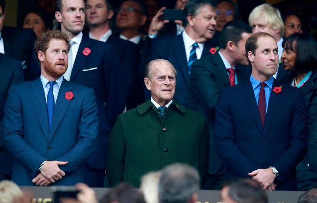 画像: 左からヘンリー王子、フィリップ王配、ウィリアム王子。