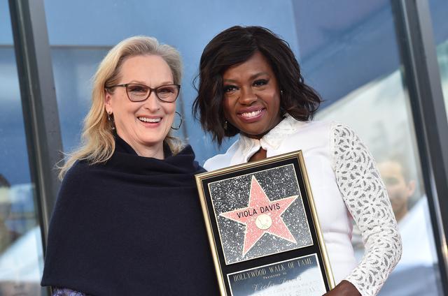 画像: 2017年にハリウッド名声の歩道に名前が刻まれた時にはメリル・ストリープがお祝いに駆けつけた。