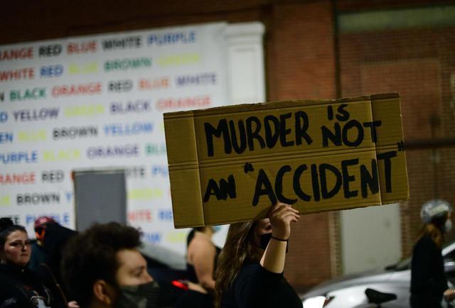 画像: 黒人男性が警察官に銃殺される事件が発生